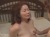 変態母子の近親相姦 母の身体で童貞を捨て性行為を繰り返す息子