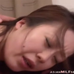 膣と肛門の二穴同時挿入に喘ぐ人妻動画