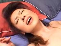 恥ずかしいけど感じてしまう可愛い熟女のセックス