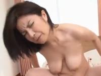 50歳前後の垂れ乳おばさんが激しいセックスでイキまくり