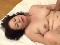 還暦熟女の母さんに膣内射精 だらしない豊満女体の六十路熟女