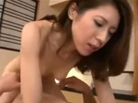 夫婦のセックス動画 夫の巨根で中出しされる美人な嫁