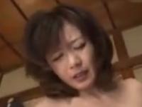 美熟女のおしっこを顔面で受け止める変態セックスで母子相姦