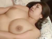 ぽっちゃり系の巨乳ママが息子とのラブラブSEXで中出し近親相姦