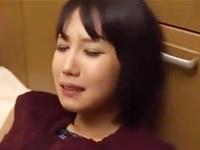 玄関で襲われキッチンで中出しレイプされる若妻の悲劇