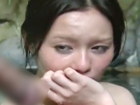 子持ちの四十路熟女に混浴露天風呂で巨根を見せつけてみた