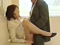 夫を支える良き妻は誰にでも股を開くヤリマン熟女