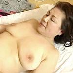 還暦熟女の母の膣内にのめり込み親離れできない中年息子