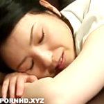 義母の柔らかいお尻をマッサージしながら寝バックで挿入
