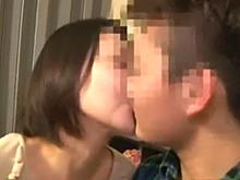 母親に息子の童貞を奪わせる素人親子の禁断の性行為を撮影