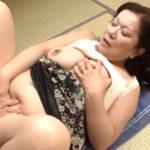 ぼてっと肥えた身体で息子の精子を搾り取る性欲旺盛な五十路母
