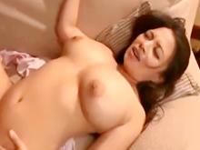 初恋だった母の友人と念願のセックスをしてパンパンの巨乳を弾ませた