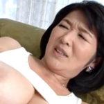 母の熟した膣内に射精!五十路とは思えない迫力満点の美巨乳