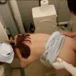病院内で患者に口説かれて白衣もパンツも脱ぐ熟女看護師を盗撮