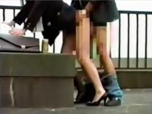 人妻OLのリアルな枕営業現場を盗撮…仕事中にビルの屋上で立ちバック