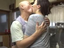 自宅で不倫する熟女…ついに見つけた相性抜群の女は知り合いの妻だった