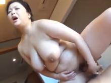 叔母と旅行先の宿でセックスしてみた ぽっちゃり爆乳を揺らして膣を濡らすおばさん