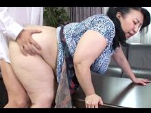 母は50代のぽっちゃりおばさん!巨大なお尻が息子の股間を欲情させて親子で性行為