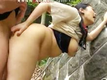 同級生の母親を野外でハメる!人妻がムチムチのデカ尻を晒して立ちバック