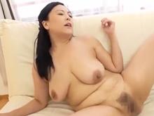 自宅では常に全裸の豊満体型の熟女 尻を突き出すたびにムラムラさせてくれる