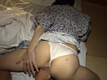 民宿の女将を夜這い!ほどよい抵抗の後に受け入れる40代の人妻