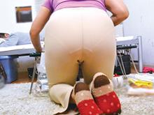 ホームヘルパーのおばさんが仕事中に見せるムチムチのお尻が大好き