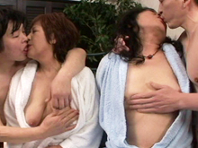高齢熟女ナンパ師が素人の還暦おばさん二人組と4Pセックス