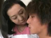 夫の連れ子とセックスをする義母