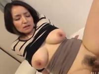 超美乳な四十路熟女の着衣セックス
