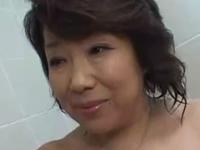 毎日お風呂でフェラチオしてくれるお母さん
