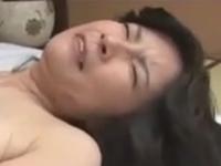 愛する母と中出しセックス 熟女のだらしない膣に精液を注ぎ込む息子