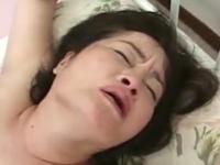 還暦熟女のやらしい喘ぎ声を聞きながら六十路の女体で性欲処理