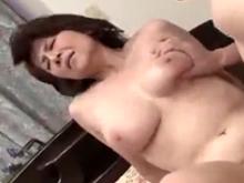 おばさんフェチを欲情させる六十路熟女の肉付きの良い女体
