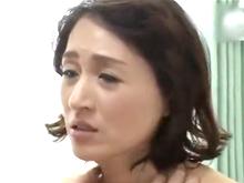 久しぶりに膣を開通してあげたら女の顔になった友達の母