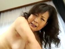 七十歳なのによく締まるおばあちゃんのキツキツの膣内に射精
