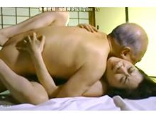 年の差夫婦の夜の営み 老人と美人妻の濃厚セックス