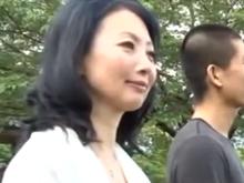 再会した母と子の熱いセックス!五十路の熟女が逞しく成長した息子の精液を浴びる