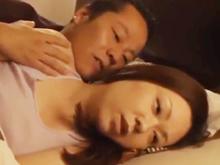 不倫相手に孕まされた熟女が夫婦の営みで膣内射精させて出産を決意するエロドラマ