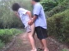 スリル満点の露出プレイと野外セックスがやめられない素人夫婦のリアルな投稿動画