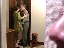 妻と元カレにセックスさせた寝取られ夫は他人に犯された嫁の膣に大興奮