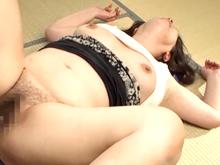 田舎のおばさんは肉食系!若い雄の匂いに触発されて中出しセックスに誘う