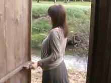 小屋でセックスさせてくれるアラサーの人妻!お手軽なセフレが欲しい