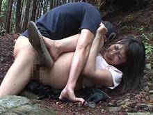 田舎で襲われる人妻!久しぶりに貞操を突き破られるおばさん