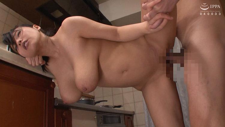 おばさんの卑猥な垂れ乳…2