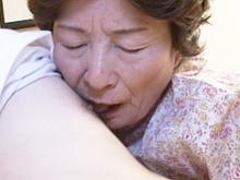 おばあちゃんと若者のセックス 祖母に精液を注ぐ孫の近親相姦