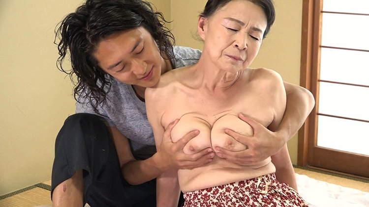 おばあさんをナンパして中出し性交…1